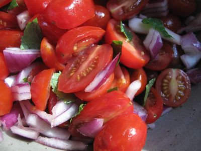 tomato, red onion and mint salad