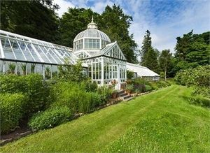 Lundie Castle glasshouse