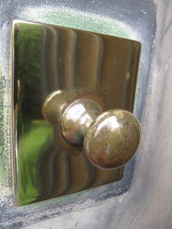 Brass bell-knob